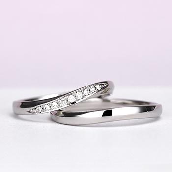 結婚指輪ペア 【 鍛造 】 変形やキズに非常に強いPt 鍛造リング。  鍛造では珍しい緩やかなやさしいカーブデザイン MpKK92-DS-L