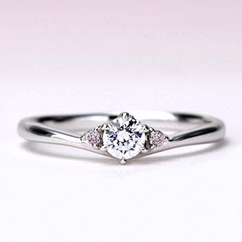 【Harmony】婚約指輪   ピンクダイヤ入り僅かなV字の高級プラチナダイヤモンドリング EHaPE02p 0.20ct,F,VS2,3EX,H&C