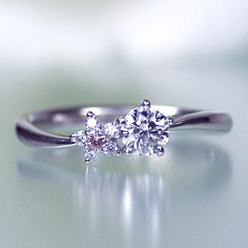 【可憐 Karen】婚約指輪  個性的で可愛い5枚の花弁のお花のデサイン   ピンクダイヤとH&Cメレダイヤ使用   EJTR23Aph-25F1