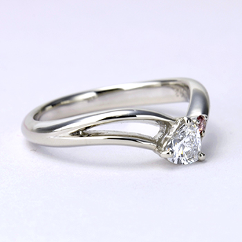婚約指輪  高品質ハート型ダイヤモンドとピンクダイヤを使った高級リング Pt900 0.301ct Dカラー