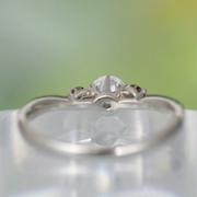 婚約指輪 【希少な高品質の天然ピンクダイヤを2個セット】Pt 緩やかなV字の優しい雰囲気の指輪  EG22X71p-30E1