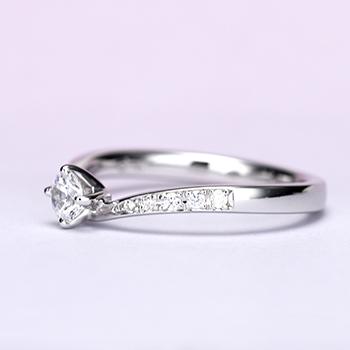 婚約指輪【Gisele ジセル 約束】Pt950H:ハードプラチナ  誓いの日、やっと出会えた運命の人とふたりだけの約束を交わす。0.25ct,D,VS2,3EX,H&C