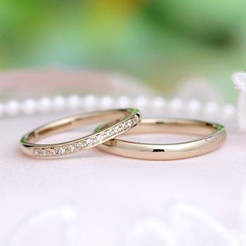 ★ゼクシィ特価★結婚指輪ペア 【 鍛造 】珍しい上品な淡いピンクゴールド、変形やキズに非常に強い高品質鍛造のゆるやかなカーブデザインリング