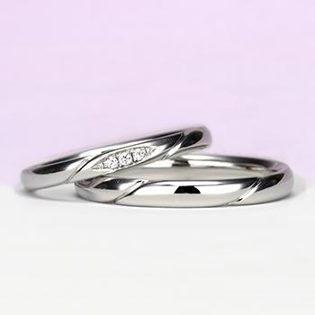 結婚指輪ペア Pt お洒落なストレートデザイン【H&Cダイヤ】女性用は細いタイプで、ダイヤの部分が滑らかで引っかかりが少ないので長年使用する結婚指輪に相応しい MpO11DBhO13
