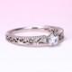婚約指輪  Pt900【アイスブルーメレダイヤ】アンティーク調の透かし模様とミル打ちデザインのダイヤモンドリング