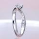 婚約指輪 上から見るとシンプル、横から見ると高級感のある、上品な指輪。ハート形の爪がキュートで個性的です。着け心地抜群! 0.25,D,SI1,3EX,H&C