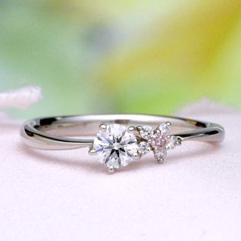 【可憐 Karen】ブライダル3点セット  可愛いお花のデザイン  天然ピンクダイヤとH&Cダイヤモンドで作った高品質リング BsJTR23-O21Kph23-20DE1-Pt