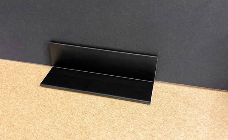 【 あわせ買い送料無料 】 パーテーション倒れ防止パーツ(黒) 両面テープ付き (4個1セット)