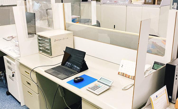 【 ワイドタイプ (幅157cm) 】 簡易デスク透明タイプパーテーション : 窓3面タイプ W1570 飛沫感染対策