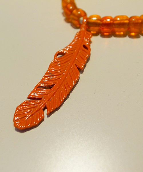 FEATHER BEADS NECKLACE