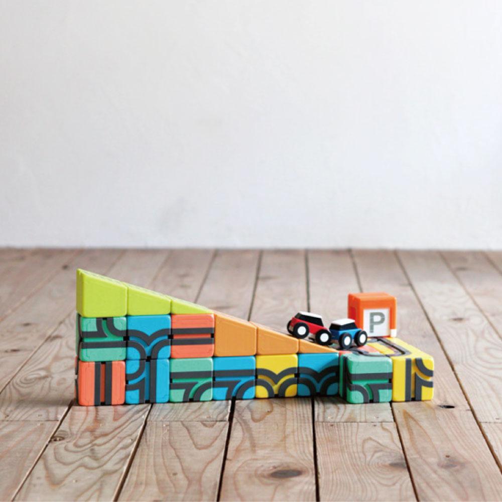 QBI(キュービーアイ) MINI プログラミング的思考を育てる磁石ブロック知育玩具 14ピース・車1台入り