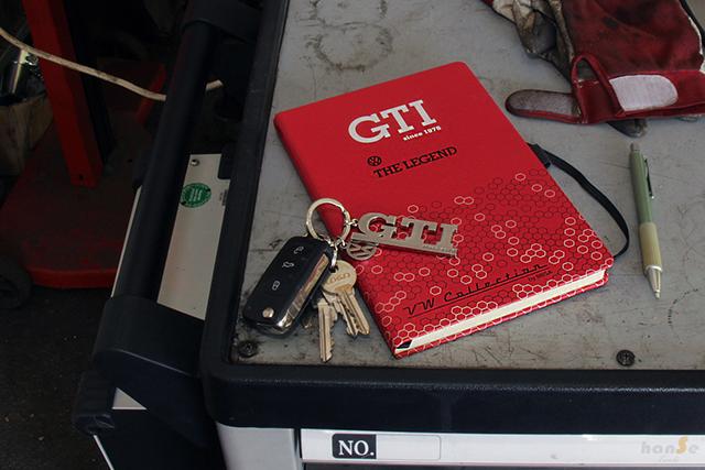 VW GTI チャーム付き キーホルダー・シルバー (BRISA)