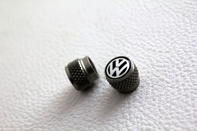 VW本国純正 アルミ・タイヤ バルブキャップ