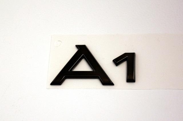 Audi A1 リア ブラッククローム エンブレム