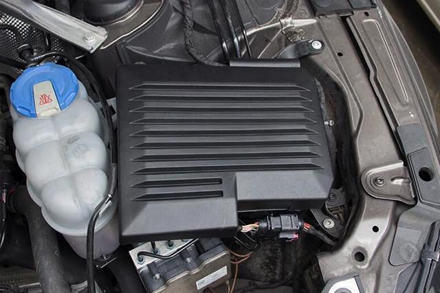 アウディ A4/A5(B9)用 エンジンECUユニットカバー