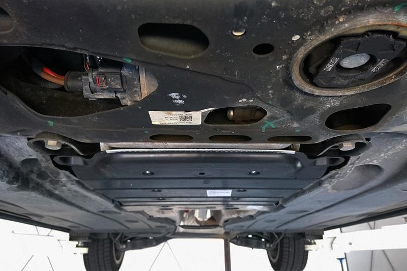 VW純正 GOLF7 / 7.5 リアアンダートリム