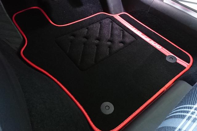 GOLF7 GTI フロアマット 4pc(レッドパイプ) ラグジュアリー