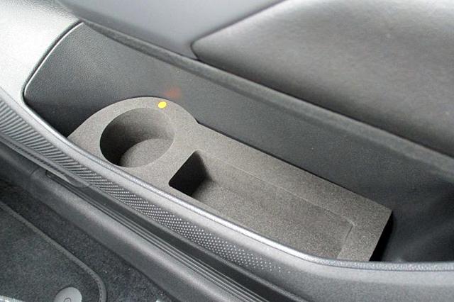 VW T-CROSS ドリンクホルダー