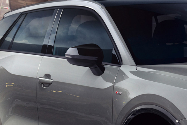 Audi Q2 / Q3 グロスブラック ミラーカバー