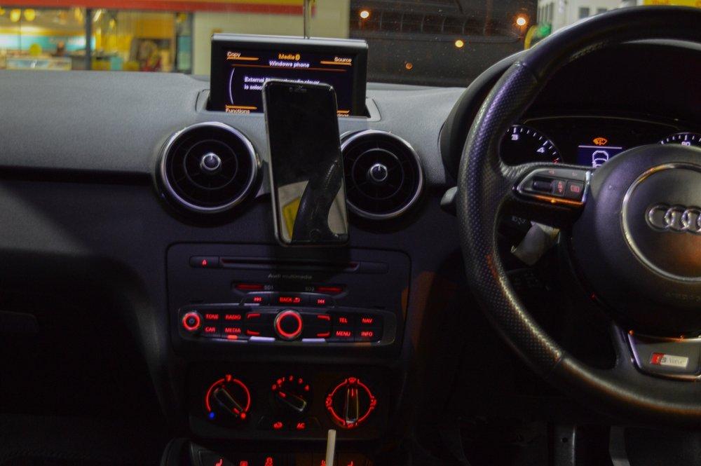 Audi A1/S1 スマートフォン マウント・クレードル