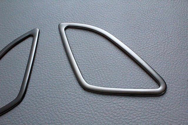 Audi Q3 フロントウィンドウ エアベント トリム