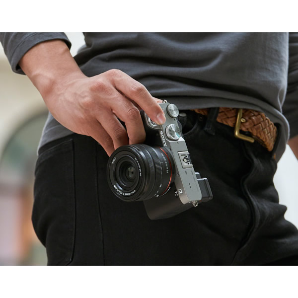 送料無料(北海道・沖縄・離島除く)■ソニー ミラーレス 一眼レフ カメラ α7C ILCE-7C ボディ [ブラック]