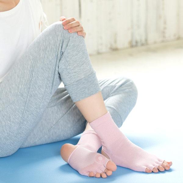 NAIGAI PERFORMANCE ナイガイ パフォーマンス yoga&fitness(ヨガ アンド フィットネス )ヨガ用ソックス ヒールレス 5本指(指先無し)足底滑り止め付 吸汗速乾素材使用 ホットヨガ 3050-300【ゆうパケット・2点まで】