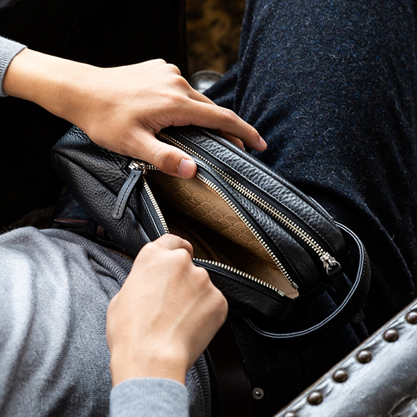 日本製 はっ水 シュリンクレザー グリップポーチ バッグ RiTOUR/リツア[メンズ 撥水 本革 かばん 鞄 バッグ][あす着対応] セール対象