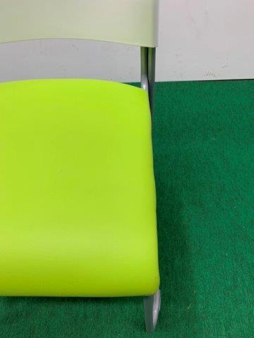 オフィスコム ミーティングチェア(アグレアチェエア) 背ホワイト/座グリーン