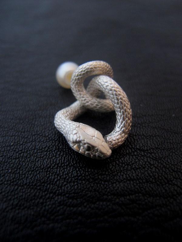 ELCAMI 蛇揺れピアス シルバー(EPS-085S)
