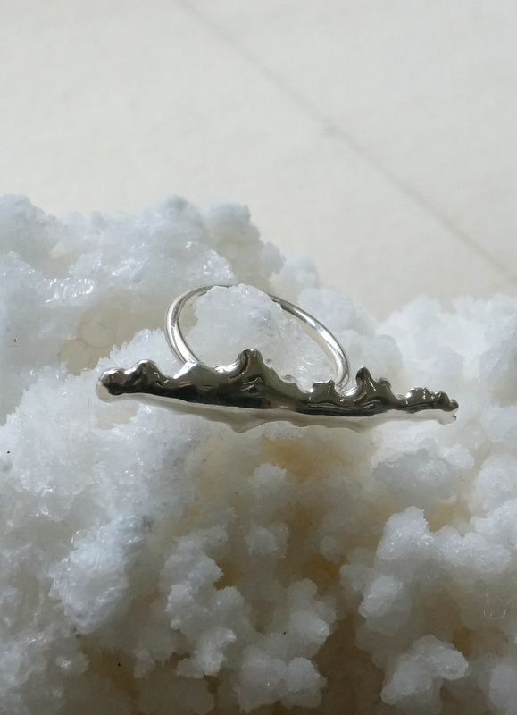 in her waves ring
