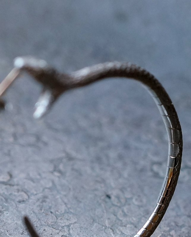 ELCAMI 蛇噛みつきフープピアス シルバー 右耳用 (EPS-076S-R)