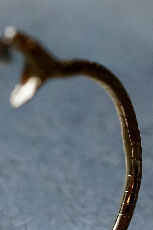 ELCAMI 蛇噛みつきフープピアス ゴールド 右耳用 (EPS-076G-R)