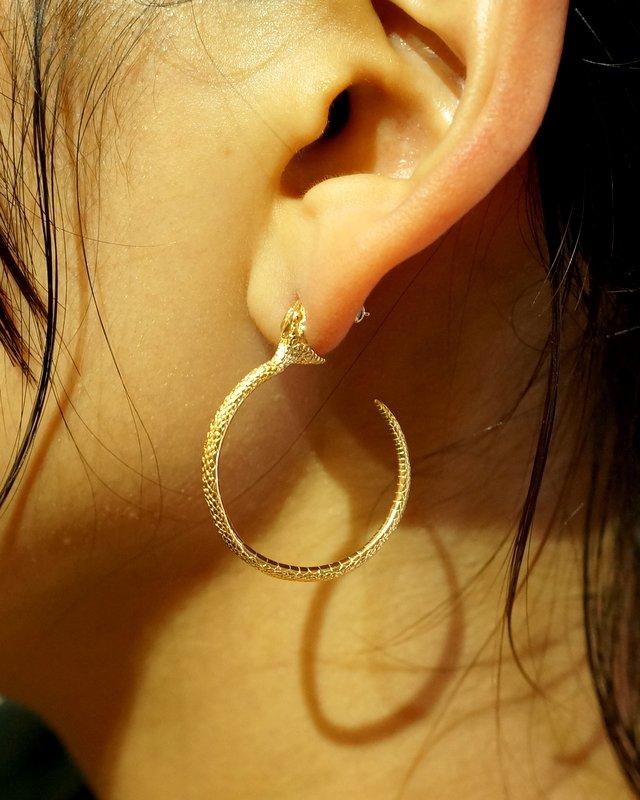 ELCAMI 蛇噛みつきフープピアス ゴールド 左耳用 (EPS-076G-L)