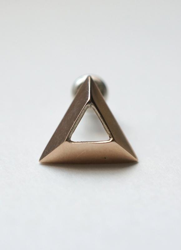 uM /  OUT SIDE ピアス triangle K10YG