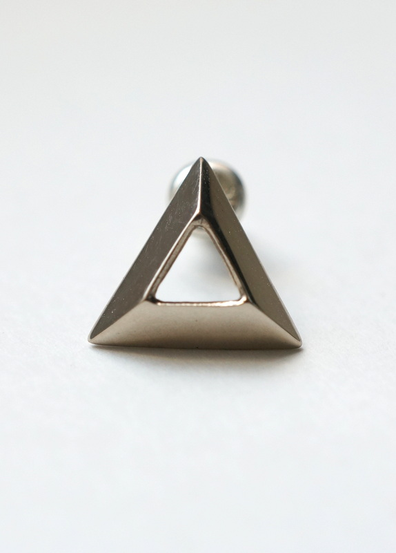 uM / OUT SIDE ピアス triangle K10WG
