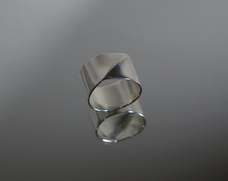 uM / FOLDING METAL WIDE RING