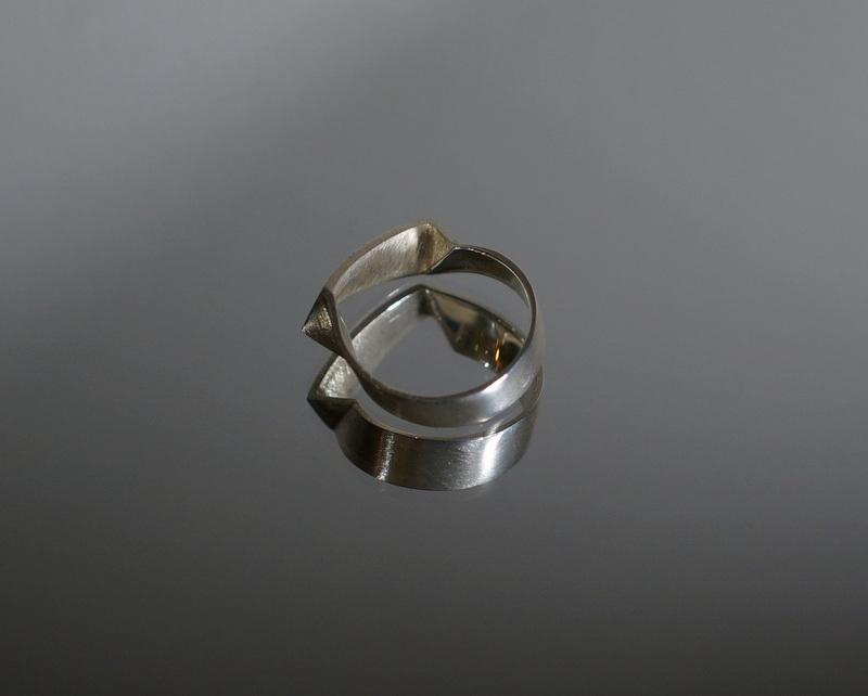 uM / GIAR RING