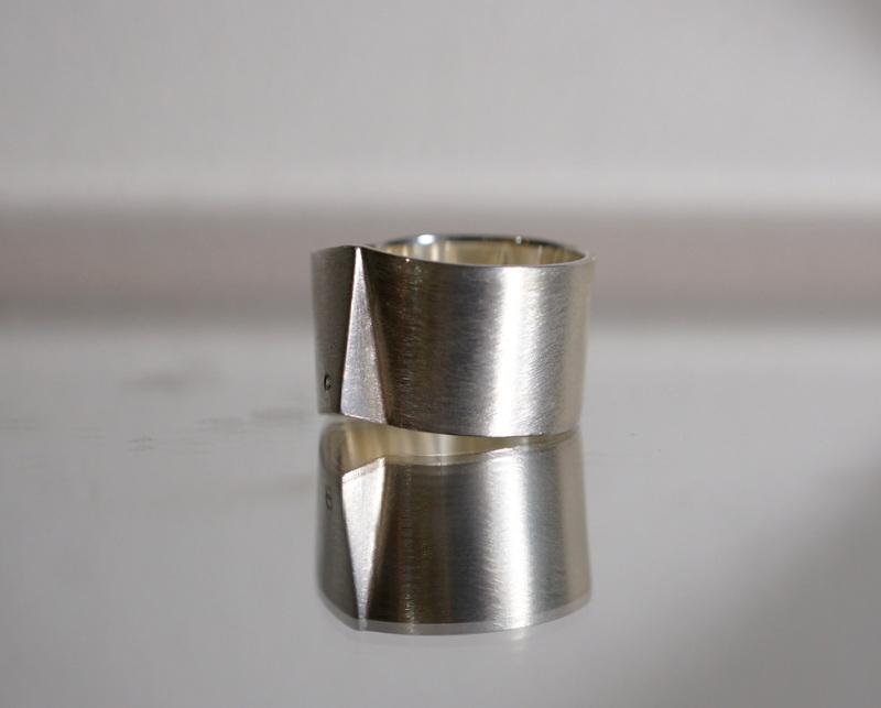 uM / GIAR WIDE RING