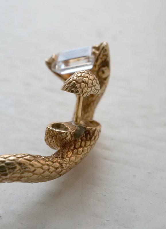 ELCAMI / 蛇エメラルドカットピアス ゴールド (EPS-086G)