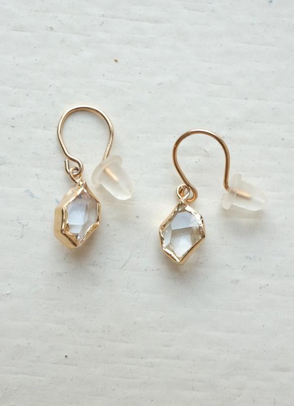 in her  K10 Wrapping Herkimer diamond  pierced earrings(ピアス)