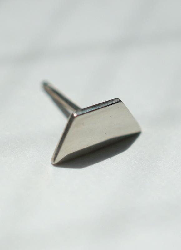 uM / FLAT CUT ピアス triangle