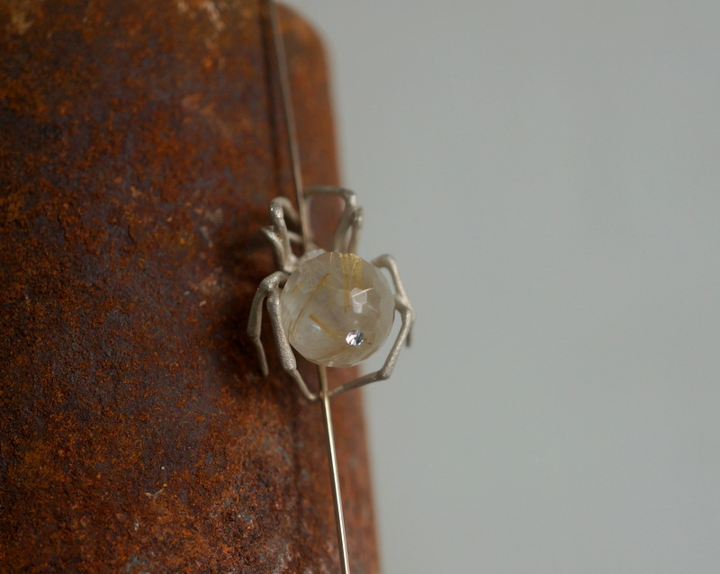 ELCAMI/ 蜘蛛ストレートラインピアス ルチルクォーツ(EPS-134S/G)