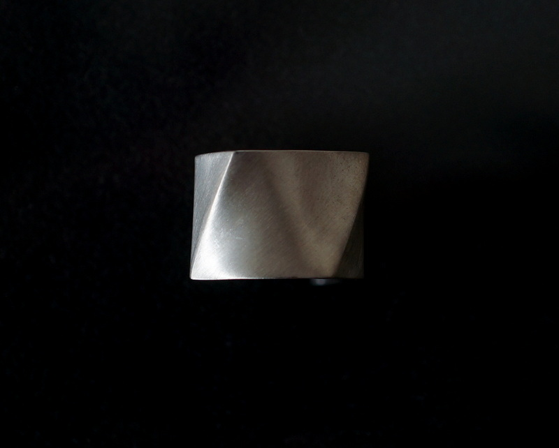uM / FOLDING METAL LARGE SIZE WIDE RING (マット)