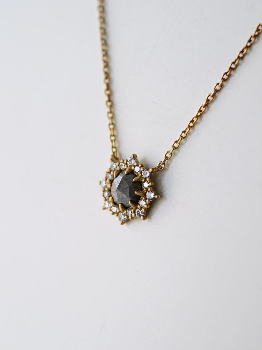 YES / Iron Rose Necklace Halo