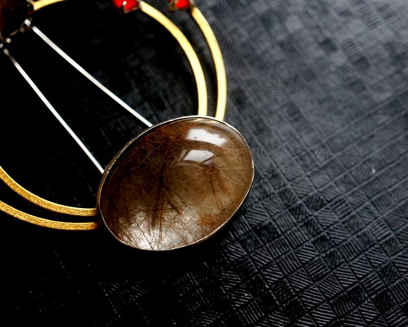 Hiroko Miyamoto / Circle pin brooch ダークルチルクォーツ×スモーキークォーツ×カーネリアン
