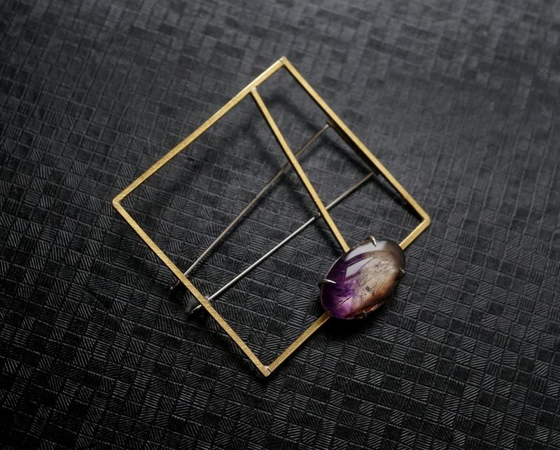 Hiroko Miyamoto / Square pin brooch カコクセナイト