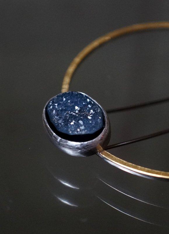 Hiroko Miyamoto  Circle pin brooch ロシアンオニキス×ホワイトカルセドニー