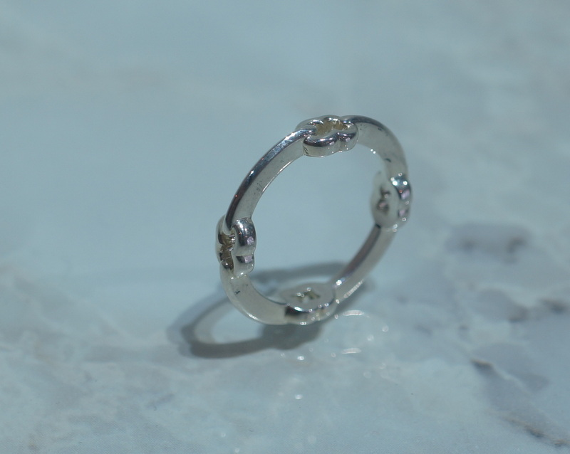 GIFTED / HOOPED IMPLOSION CHAIN RING SV