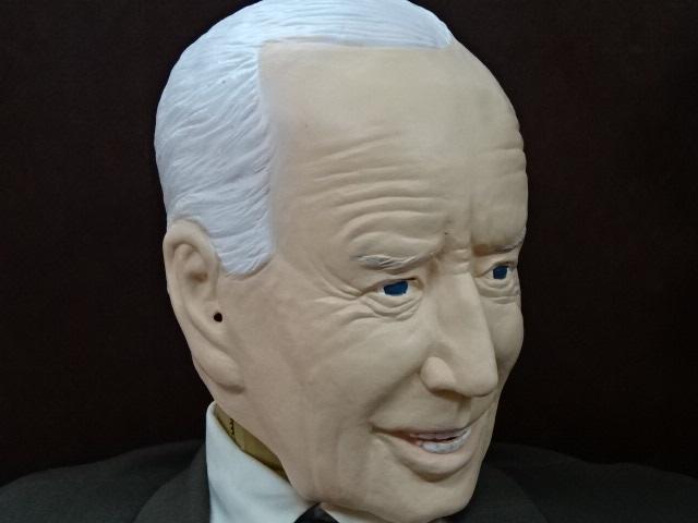 ジョー・バイデンさんものまね被り物、癒しのバイデンマスク